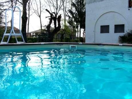La piscina dell'agriturismo